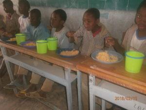 Premier repas le 15 février ..les enfants sont heureux